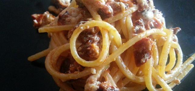 Spaghetti pomodori secchi, caprino e bomba calabrese