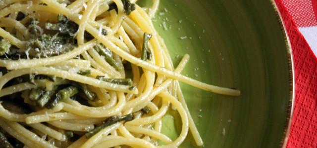 Spaghetti aglio, olio, peperoncino e asparagi selvatici